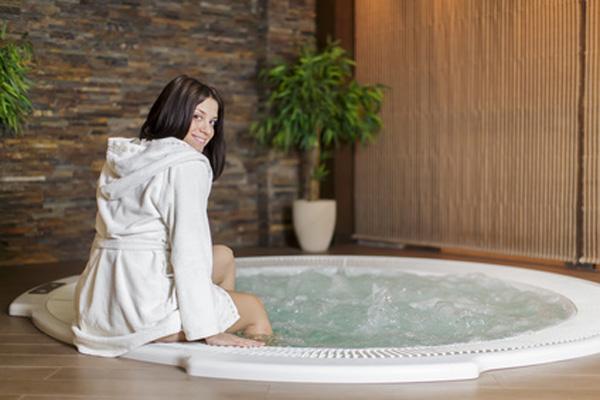Встраиваемая круглая ванна фото купл.Fotolia